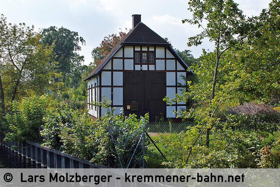 http://www.kremmener-bahn.net/images/Lokschuppen_ITF.JPG
